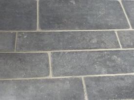 Carrelage en pierre bleue belge chez pierre et sol for Carrelage en pierre bleue belge