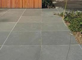 Dalle dallage en pierre pour terrasse et jardin for Carrelage 90x90 blanc