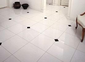 carrelage cabochons en marbre blanc et clair pierre blanche d 39 italie pour l 39 int rieur chez. Black Bedroom Furniture Sets. Home Design Ideas
