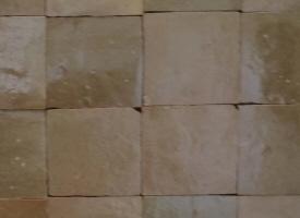 Zelliges tomette terre cuite emaille maroc chez pierre et for Carrelage zellige sol