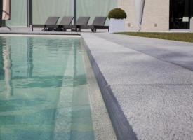 Terrasse piscine chez pierre et sol terrasse de piscine for Carrelage piscine espagne